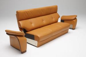 座り心地研究から生まれたロングセラーソファ/Z165モデル