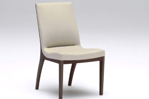 人間工学に基づく座り心地研究から生まれたくつろぎチェア/C568モデル